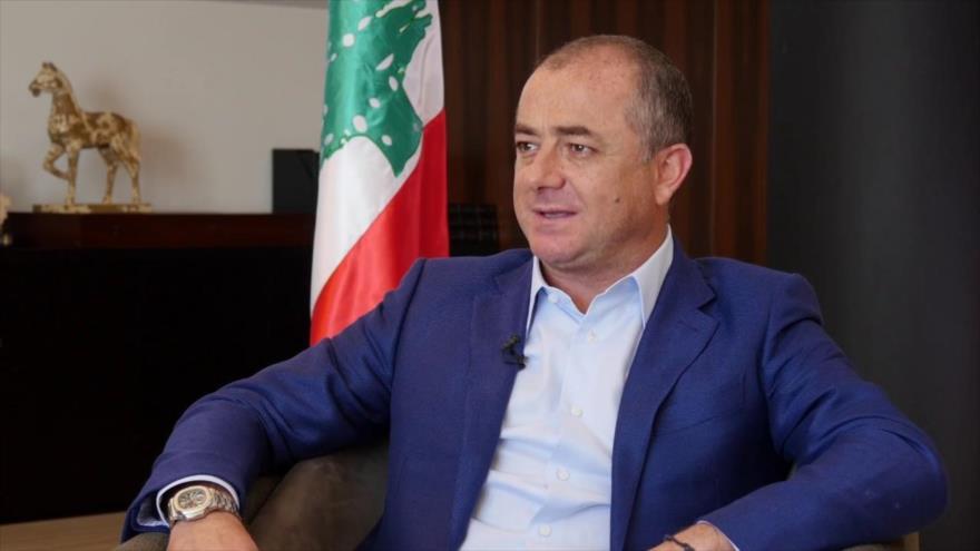 El ministro libanés de Defensa, Elias Bou Saab, en su despacho.