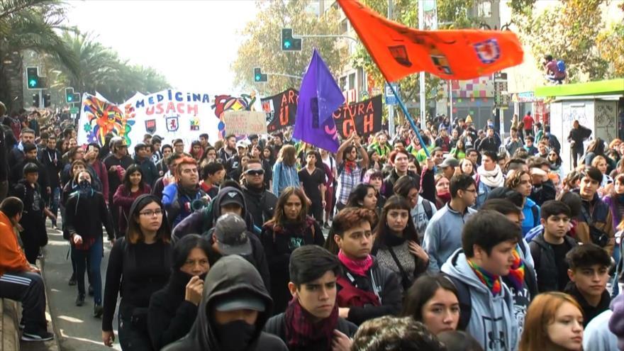 Estudiantes chilenos duramente reprimidos en primera marcha de 2019