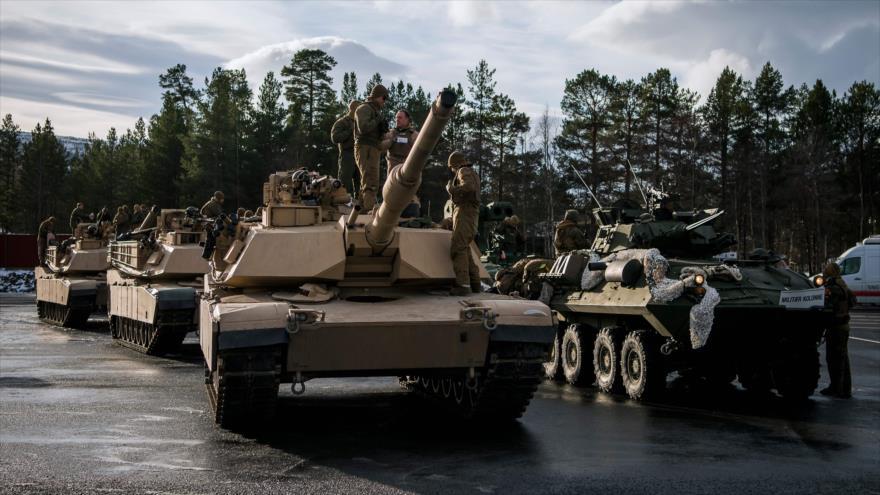 Soldados estadounidenses realizan preparativos antes de un ejercicio de las maniobras Trident Juncture de la OTAN, 1 de noviembre de 2018. (Foto: AFP)