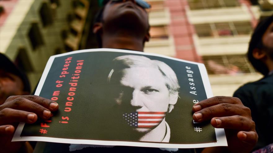 WikiLeaks afirma que EEUU 'fabrica' cargo para matar a Assange | HISPANTV