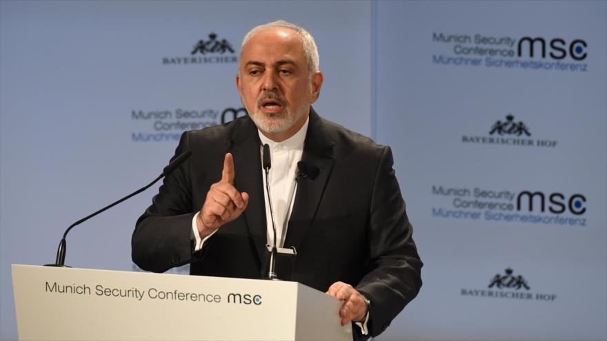 El canciller iraní, Mohamad Yavad Zarif, ofrece un discurso en una conferencia de Seguridad de Múnich, Alemania, 17 de febrero de 2019. (Foto: AFP)