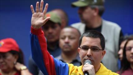 """Arreaza acusa a Duque de planear """"falso positivo"""" contra Venezuela"""