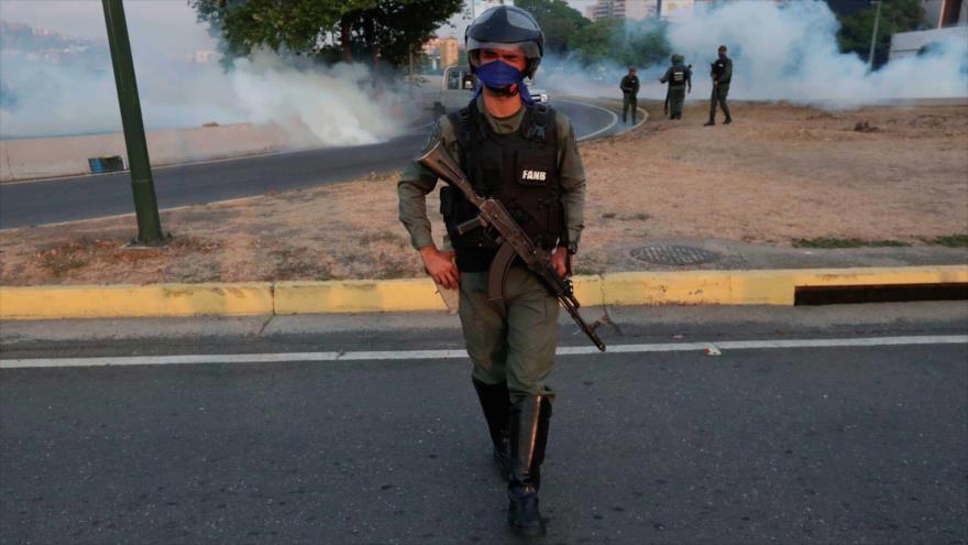 Soldados venezolanos dicen que fueron engañados por la derecha