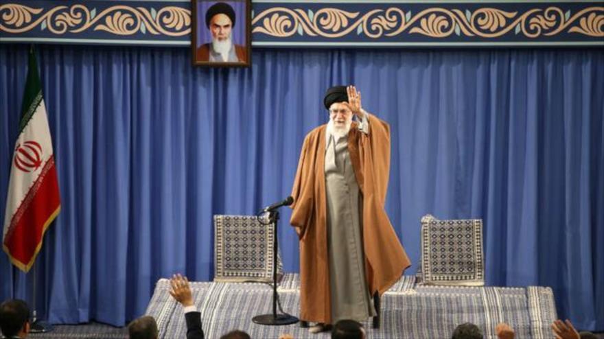 Líder alerta de complots de sionismo y EEUU contra Irán