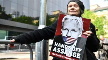 Reino Unido condena a Assange a casi un año de prisión