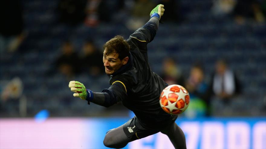 El célebre portero español Iker Casillas en un entrenamiento en el estadio Dragao, en Oporto, 6 de marzo de 2019. (Foto: AFP)