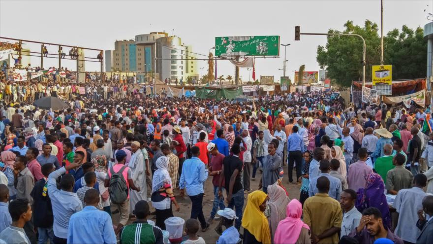Continúan las protestas en Sudán para exigir un gobierno civil