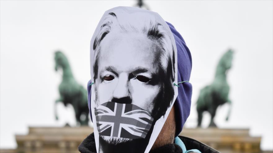 """EEUU se venga de Assange por revelar sus crímenes de guerra"" | HISPANTV"