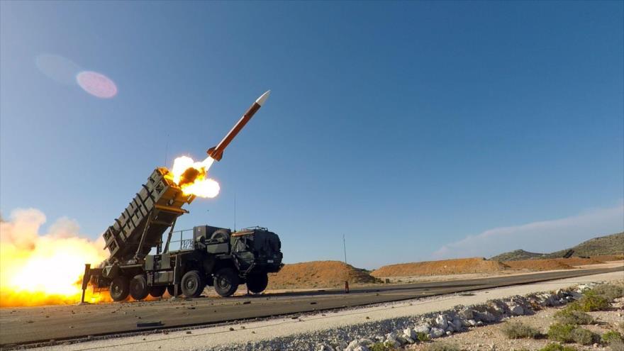 Lanzamiento de un misil del sistema de misiles antiaéreos Patriot estadounidense.