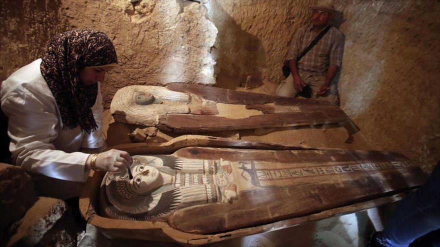Una de las tres tumbas descubiertas por arqueólogos en el desierto de Giza, en Egipto, 4 de mayo de 2019. (Foto: AFP)
