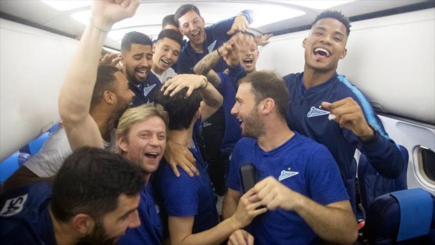 Vídeo: Club ruso se entera en pleno vuelo de su campeonato