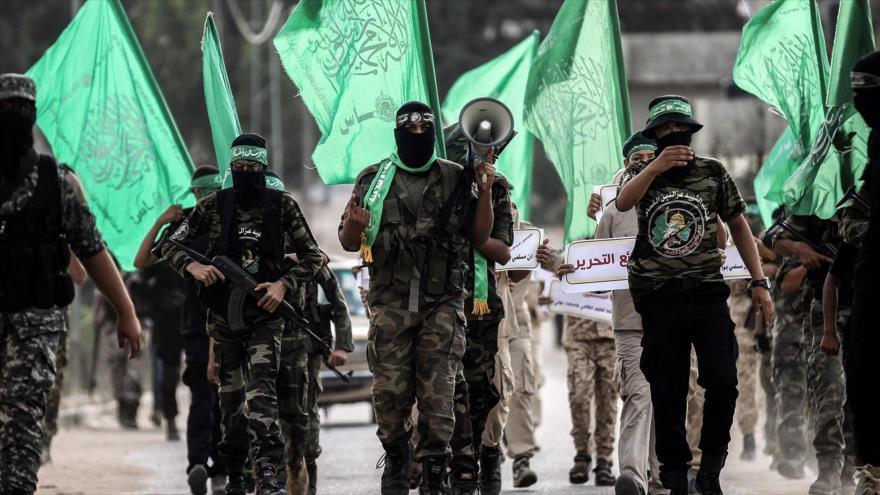 Jóvenes cadetes enmascarados de las brigadas de Ezzedine al-Qassam (brazo militar de HAMAS), en una marcha en la Franja de Gaza. (Foto: Getty)