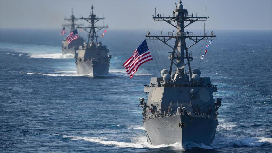 Los destructores de misiles guiados USS Preble, USS Halsey y USS Sampson en una misión naval, 24 de marzo de 2018.
