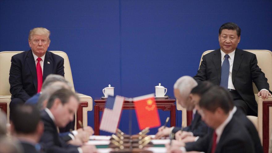 El presidente de China, Xi Jinping (dcha.), y su homólogo estadounidense, Donald Trump, en una reunión en Pekín, capital china, 9 de noviembre de 2017.