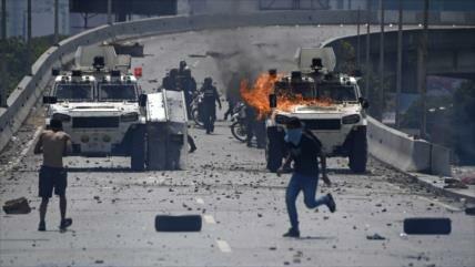 Violencia de golpistas deja 5 muertos y 233 detenidos en Venezuela
