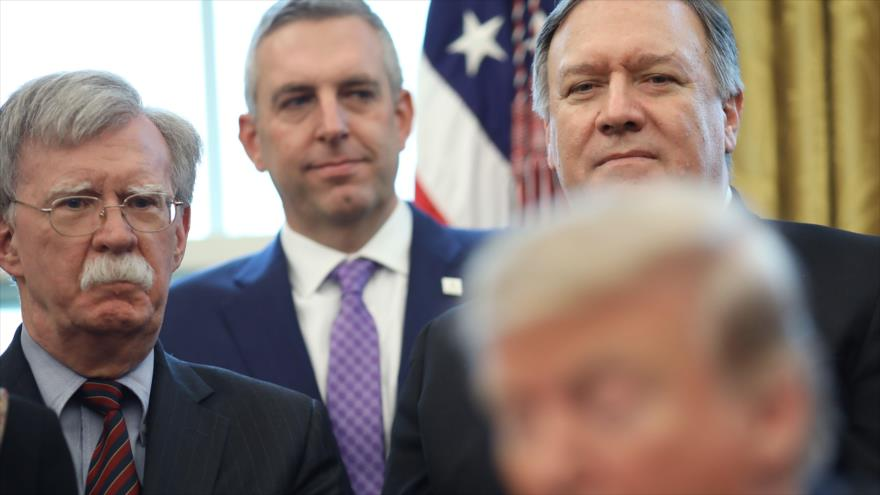 El asesor de Seguridad Nacional, John Bolton (izda.), y el secretario de Estado, Mike Pompeo (dcha.), en la Casa Blanca, 7 de febrero de 2019. (Foto: AFP)