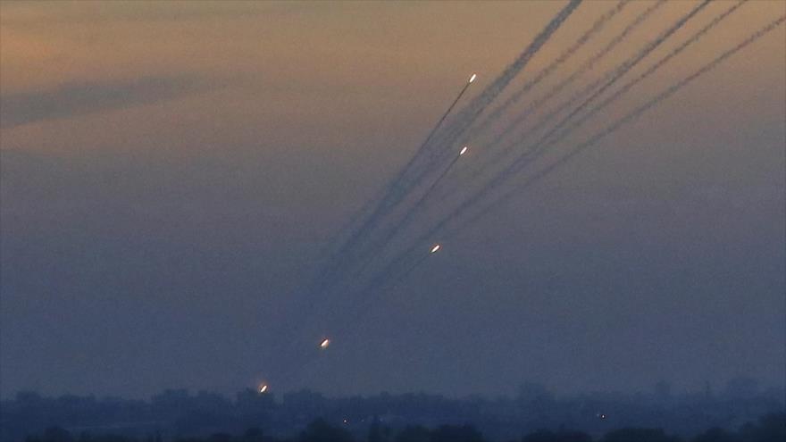 Cohetes disparados desde la Franja de Gaza hacia los territorios ocupados palestinos, 5 de mayo de 2019. (Foto: AFP)