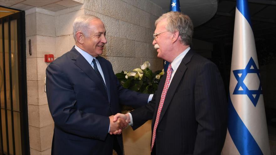 El asesor de Seguridad Nacional de EE.UU., John Bolton (dcha.), y el premier israelí, Benjamín Netanyahu, en Al-Quds (Jerusalén), 19 de agosto de 2018.