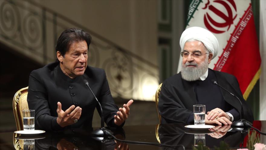 El premier paquistaní, Imran Jan, y el presidente iraní, Hasan Rohani, en una rueda de prensa,Teherán, 22 de abril de 2019. (Foto: President.ir)