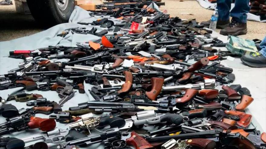 Policía de EEUU decomisa una enorme cantidad de armas en una casa
