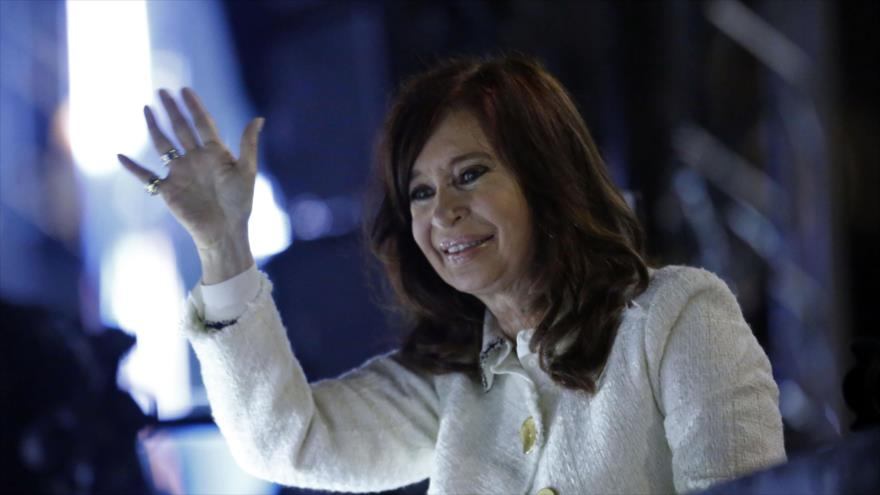 'Argentinos solo están sobreviviendo debido a políticas de Macri'