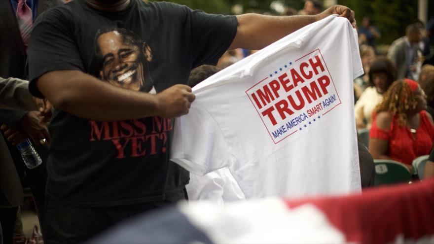 Una persona se muestra a favor de lanzar un juicio político contra Donald Trump, estado de Pensilvania, 21 de septiembre de 2018. (Foto: AFP)