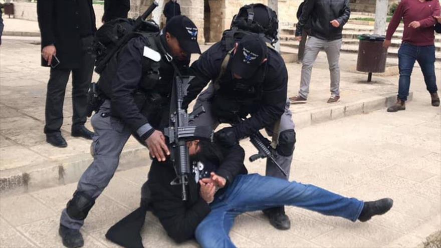 Vídeo: Fuerzas israelíes atacan a palestinos en Mezquita Al-Aqsa   HISPANTV