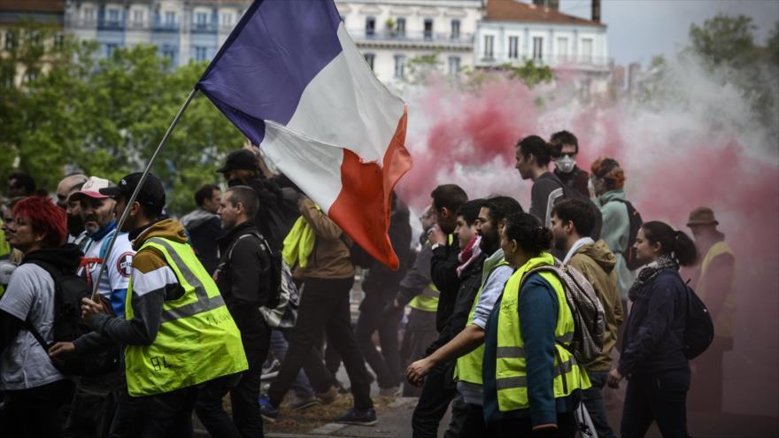 Chalecos amarillos ponen al Gobierno de Macron contra las cuerdas