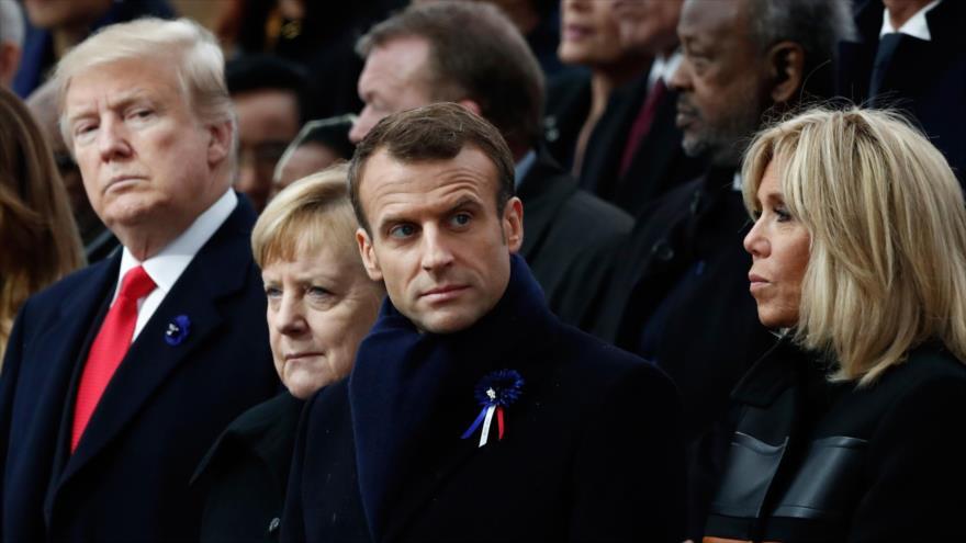 El presidente de EE.UU., Donald Trump (izq.), la canciller alemana, Angela Merkel, y el presidente francés, Emmanuel Macron (segundo por la dcha.), París, 11 de noviembre de 2018. (Foto: AFP)