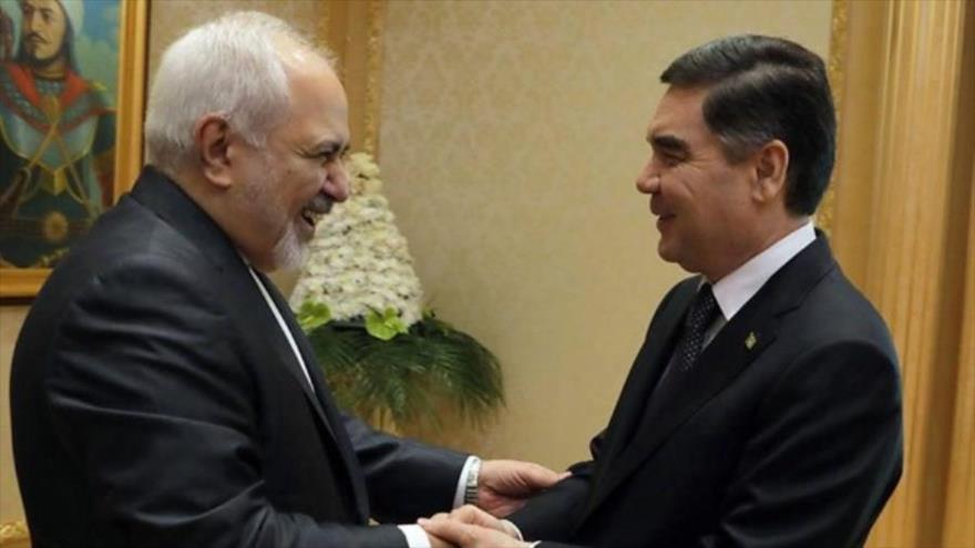 El canciller iraní, Mohamad Yavad Zarif (izda.), reunido con el canciller turkmeno, Gurbangulí Berdimujamédov, en Asjabad, 12 de mayo de 2019.