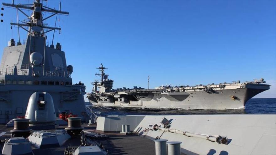Ejercicio conjunto entre la fragata Méndez Núñez (sobre cuya cubierta se hizo la foto) y el USS Abraham Lincoln (al fondo), 29 de enero de 2019.