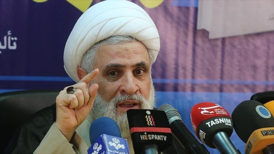 El vicesecretario general de Hezbolá, el sheij Naim Qasem, en una conferencia de prensa en Teherán.