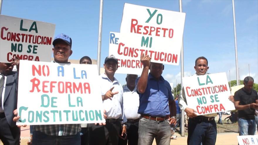 Diputados y ciudadanos rechazan reforma a Constitución dominicana