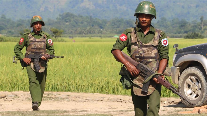 Los soldados del Ejército birmano en el estado de Rajine, 21 de octubre de 2016. (Foto: AFP)