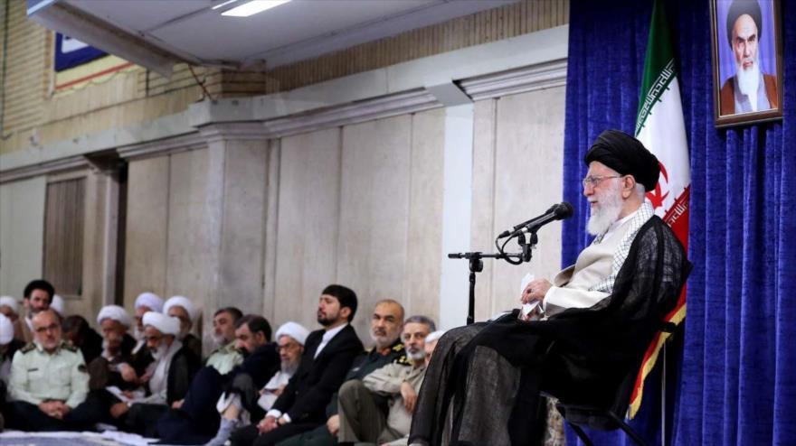 Líder iraní: Negociación con Washington es un veneno