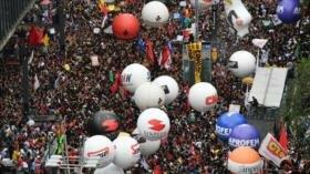 Miles de brasileños protestan en defensa de la educación