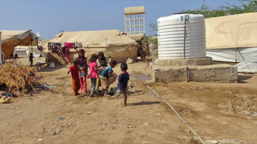 Niños yemeníes en un campo para los desplazados en Al-Hudayda, 11 de diciembre de 2018. (Foto: AFP)