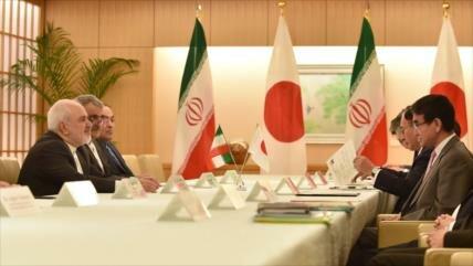 Zarif: Irán sigue comprometido con PIAC pese a la retirada de EEUU
