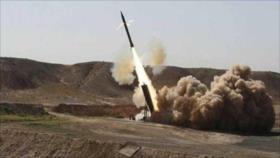 Fuerzas yemeníes golpean base militar saudí con un misil balístico