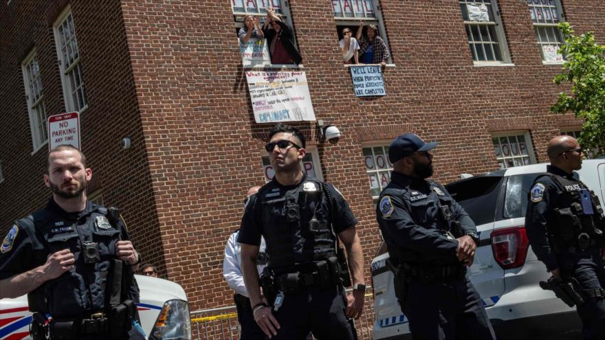 Policía de EEUU irrumpe en la embajada de Venezuela en Washington