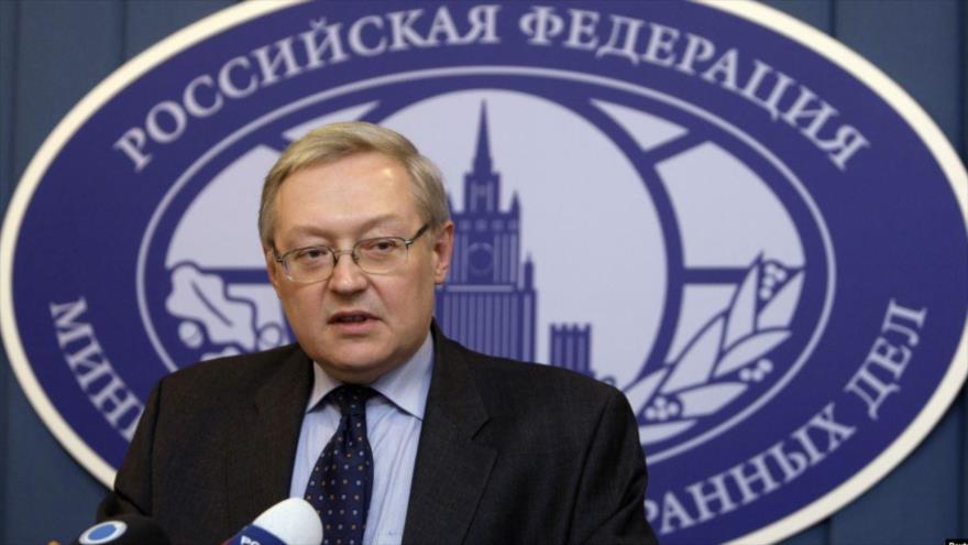 El vicecanciller ruso, Serguéi Riabkov, ofrece una rueda de prensa en la Cancillería del país.