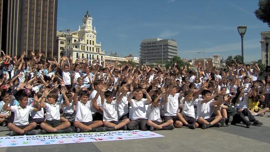 Niños españoles piden que la infancia no sea objetivo de guerra