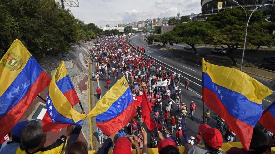 Los partidarios del presidente venezolano, Nicolás Maduro, en una manifestación en Caracas, la capital, 1 de mayo de 2019. (Foto: AFP)