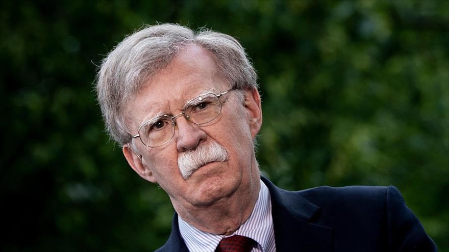El asesor de seguridad nacional de EE.UU., John Bolton, habla a la prensa en el exterior de la Casa Blanca, 1 de mayo de 2019. (Foto: AFP)