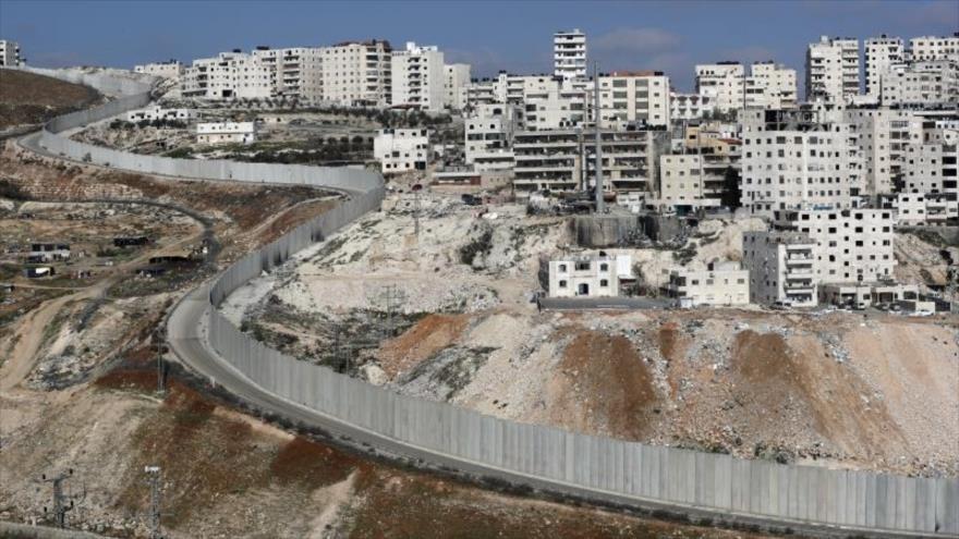 La valla de separación construida por el régimen israelí en la ocupada Cisjordania.