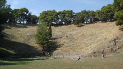 Descubren en Grecia templo de Némesis bajo teatro de siglo 3 a. C