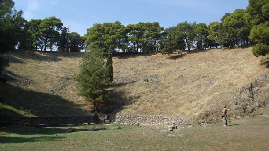 Restos del antiguo teatro griego de la ciudad de Mitilene, en la isla de Lesbos. (Foto: Wikimedia Commons)