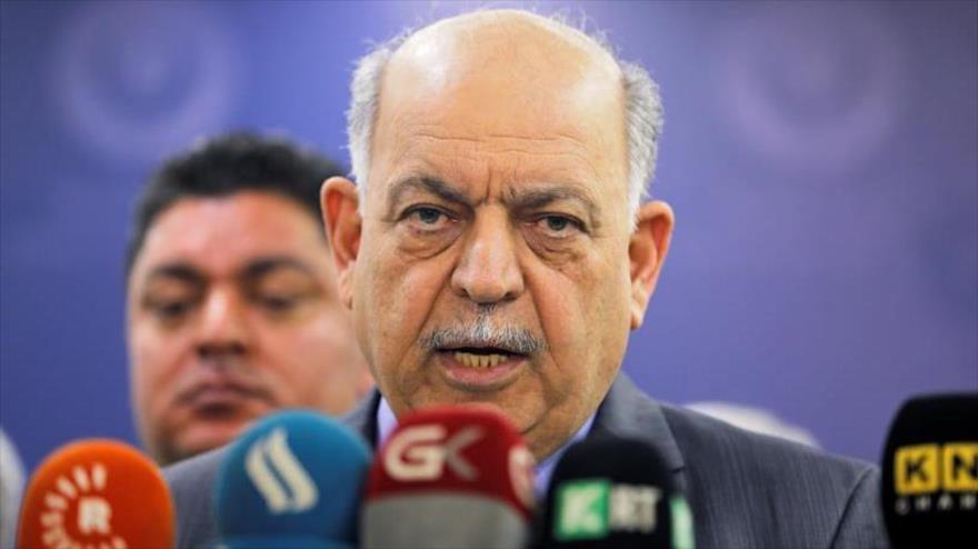 El ministro de Petróleo de Irak, Thamer Ghadhban, habla con la prensa en Bagdad, 16 de mayo de 2019. (Foto: Reuters)