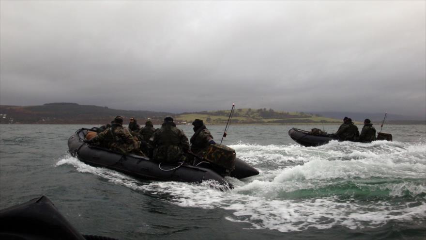 Miembros de las unidades del Servicio Especial de Embarcaciones (SBS, por sus siglas en inglés) de la Marina Real británica.