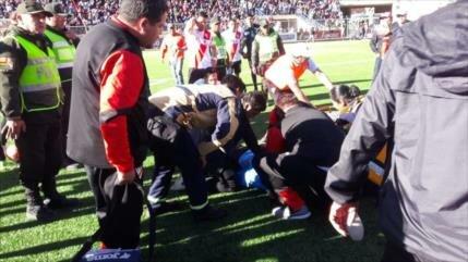 Vídeo: Muere árbitro al desvanecerse en pleno partido en Bolivia